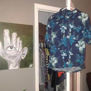 Button up short sleeve Hawaiian top